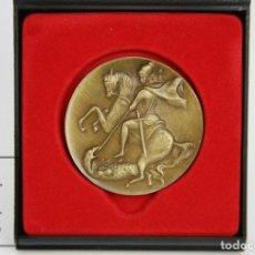 Trofeos y medallas: MEDALLA CONMEMORATIVA - SANT JORDI - CAIXA CATALUNYA, 80 ANYS. FUNDACIÓ VIURE I CONVIURE - ROJO. Lote 127839783