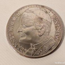 Trofeos y medallas: MONEDA DE PLATA CONMEMORATIVA CON MOTIVO DEL VIAJE DEL PAPA JUAN PABLO II A ESPAÑA. Lote 128272659