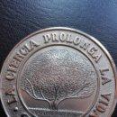 Trofeos y medallas: BONITA MEDALLA SAMAN. CONGRESOS DE GERIATRIA Y GERONTOLOGIA. Lote 128873355