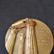 Trofeos y medallas: MEDALLA DE COLONIA FAVENTIA IULIA AUGUSTA PATERNA BARCINO - COLUMNAS DE BARCELONA .. Lote 129726927