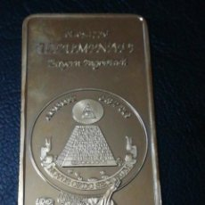 Trofeos y medallas: LINGOTE MONEDA ILLUMINATI CON ESCUDOS EN RELIEVE CHAPADO EN ORO. Lote 133666981