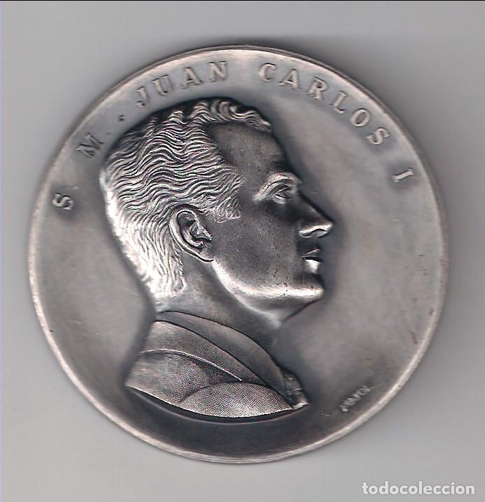 MEDALLA DE PROCLAMACIÓN DE S. M. JUAN CARLOS I COMO REY DE ESPAÑA 22 DE NOVIEMBRE DE 1975. (MD1117) (Numismática - Medallería - Trofeos y Conmemorativas)