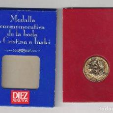 Trofeos y medallas: MEDALLA CONMEMORATIVA DE LA BODA DE CRISTINA E IÑAKI EN 1997. REVISTA DIEZ MINUTOS. (MD1144). Lote 133143110