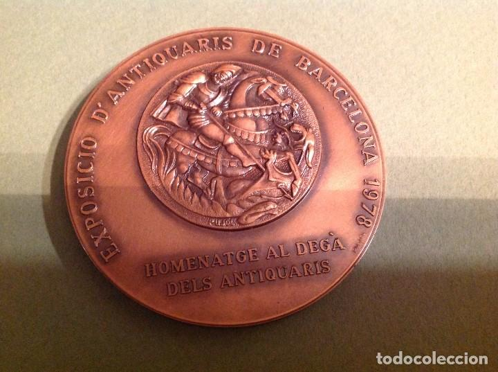 Trofeos y medallas: Medalla de anticuarios en Barcelona 1978 – Gremi antiquaris Barcelona i provincia – Sant Jordi - Foto 2 - 133808538