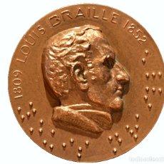 Trofeos y medallas: GRAN MEDALLA EN BRONCE CONMEMORATIVA LOUIS BRAILLE 1809 1852 LEYENDAS EN BRAILLE. Lote 79680281