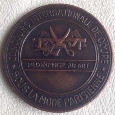 Trofeos y medallas: MEDALLA METALICA CONCOURS INTERNATIONALE DE COUPE. SOUS MODE PARISIENNE. METHODE PARISIEN MARTI.. Lote 135690387