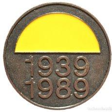 Trofeos y medallas: MEDALLA PSOE CONMEMORATIVA DE LA ESPAÑA EN CONFLICTO 50 AÑOS DE PAZ 1939 - 1989. Lote 83071180