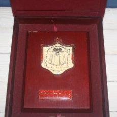 Trofeos y medallas: PLACA HONORÍFICA DEL MINISTERIO DE EDUCACIÓN DE JORDANIA CON ESTUCHE DE MADERA Y TERCIOPELO. Lote 137130434