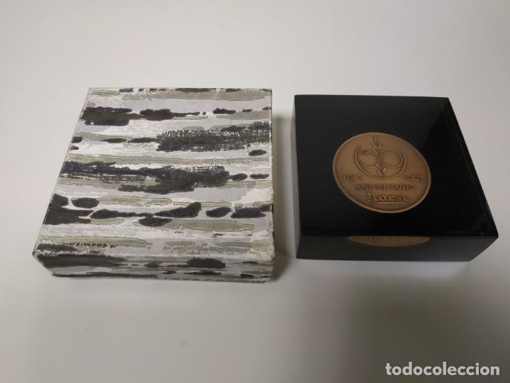 1018- MONEDA CONMEMORATIVA ROCA 1917/1967 INCRUSTADA EN METACRILATO 8 X 8 CMS (Numismática - Medallería - Trofeos y Conmemorativas)