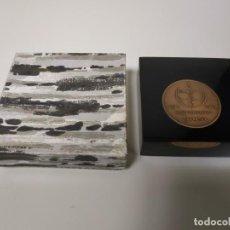 Trofeos y medallas: 1018- MONEDA CONMEMORATIVA ROCA 1917/1967 INCRUSTADA EN METACRILATO 8 X 8 CMS. Lote 137626402
