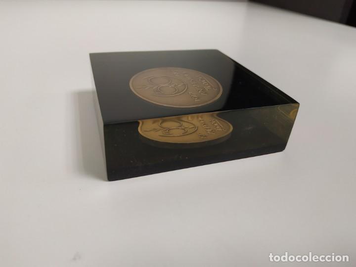 Trofeos y medallas: 1018- MONEDA CONMEMORATIVA ROCA 1917/1967 INCRUSTADA EN METACRILATO 8 X 8 CMS - Foto 2 - 137626402