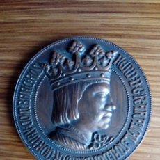 Trofeos y medallas: MEDALLA QUINTO CENTENARIO NACIMIENTO FERNANDO EL CATÓLICO 1952. Lote 137729274