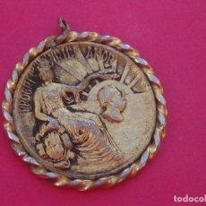 Trofeos y medallas: MEDALLA MEDALLÓN ANTIGUO HOMENAJE A ANSELM CLAVÉ. BARCELONA.. Lote 138993818