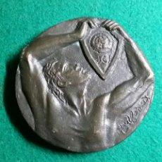 Trofeos y medallas: MEDALLA JOVE CAMARA DE REUS 1968-1988 ESCULTOR ARTUR ALDOMAR. Lote 139661048