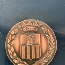 Trofeos y medallas: MEDALLA DEL CENTENARIO DE LA LLEGADA DEL FERROCARRIL. VILANOVA Y LA GELTRU 1881-1981. BRONCE. . Lote 140011026