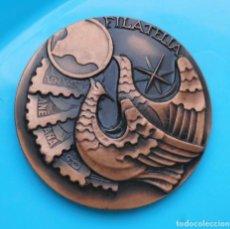 Trofeos y medallas: MEDALLA CIRCULO FILATELICO Y NUMISMATICO BARCELONA 1973 MECANOFILIA. Lote 140148758