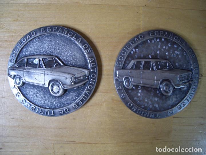 Trofeos y medallas: SEAT 124 y 850 COUPE MEDALLA CONMEMORATIVA COCHE DEL AÑO 1967 - 68 1968 – 1969 MEDAL - Foto 2 - 140155466