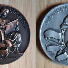 Trofeos y medallas: LOTE 2 MEDALLAS CONCURSO DE FOTOGRAFÍA VALENTÍN PLA VALENCIA. Lote 140332062