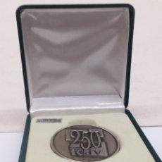 Trofeos y medallas: MEDOLLON PLATA DE LEY CONMEMORATIVO 250AÑOS ICAV EN SU ESTUCHE. Lote 140428408