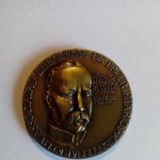Trofeos y medallas: MEDALLA 1988 CENTENARIO ASOCIACIÓN LISBOA PROPIETARIOS DA COSTA CABRAL CONDE DE TOMAR TRABAJO. Lote 140625826