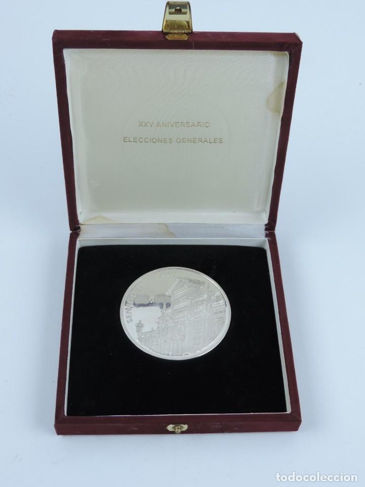 MEDALLA CONMEMORATIVA REALIZADA EN PLANTA DEL XXV ANIVERSARIO DE LAS ELECCIONES GENERALES, EN SU EST (Numismática - Medallería - Trofeos y Conmemorativas)
