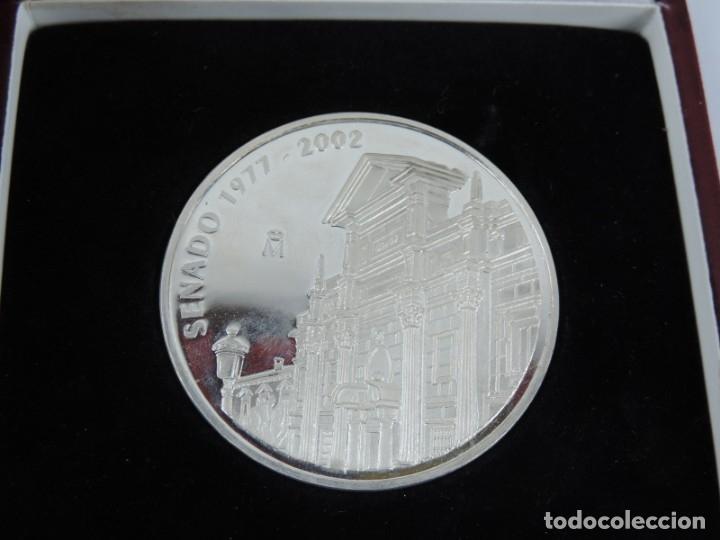 Trofeos y medallas: Medalla conmemorativa realizada en Planta del XXV Aniversario de las Elecciones Generales, en su est - Foto 2 - 141273198