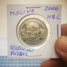Trofeos y medallas: MEDALLA MOLINA SELECCIÓN DE FÚTBOL 2000 M.B.C. SUPERANDO LOS 10€ EN COMPRA DE MONEDAS ENVIO GRATIS. Lote 142418118