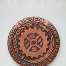 Trofeos y medallas: MEDALLA DE LA INSTITUCIÓN SINDICAL VIRGEN DE LA MERCED 1972.. Lote 142664949