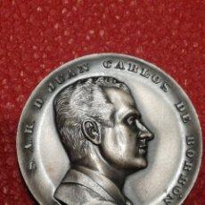 Trofeos y medallas: GRAN MEDALLÓN CONMEMORATIVO S.A.R. D.JUAN CARLOS DE BORBÓN, PRINCIPE ESPAÑA- 23 JULIO 1969, RELIEVE.. Lote 146589665