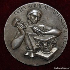 Trofeos y medallas: MEDALLA OBRA SINDICAL ARTESANIA D.N.S. 1ª MEDALLA-1944.. Lote 148377226