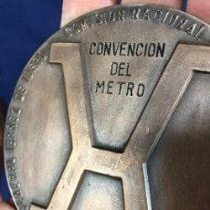 Trofeos y medallas: MEDALLA BRONCE METRO I CENTENARIO 1875 1975 IBAÑEZ IBERO COMISION METROLOGIA METROTECNIA CRIPTON 86. Lote 148818882