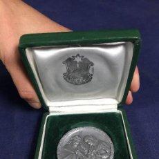 Trofeos y medallas: MEDALLA ALUMINIO ASOCIACION BELENISTAS MADRID CONCURSO NACIMIENTOS MODERNOS 9X9CMS. Lote 148847258