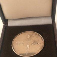 Trofeos y medallas: MEDALLA CONMEMORATIVA 25 AÑOS DE SERVICIOS EN LA ONCE EN SU CAJA ORIGINAL. . Lote 151259570