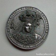 Trofeos y medallas: MEDALLÓN CONMEMORATIVO DE LA CORONACIÓN DE LA DIVINA PASTORA DE SAN FERNANDO (CÁDIZ) 2004 . Lote 155031050