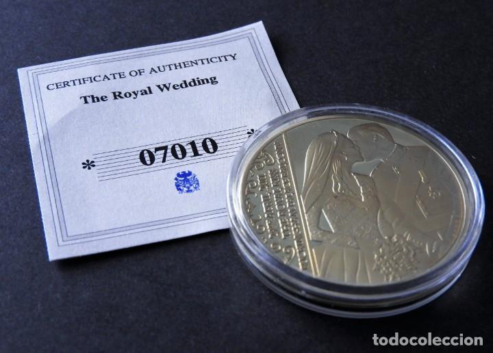 MONEDA BODA REAL - PRÍNCIPE WILLIAMS - CATHERINE - CONMEMORATIVA - EN ORO Y PLATA 24 KILATES (Numismática - Medallería - Trofeos y Conmemorativas)