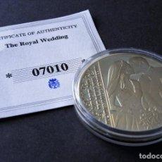 Trofeos y medallas: MONEDA BODA REAL - PRÍNCIPE WILLIAMS - CATHERINE - CONMEMORATIVA - EN ORO Y PLATA 24 KILATES. Lote 155151934