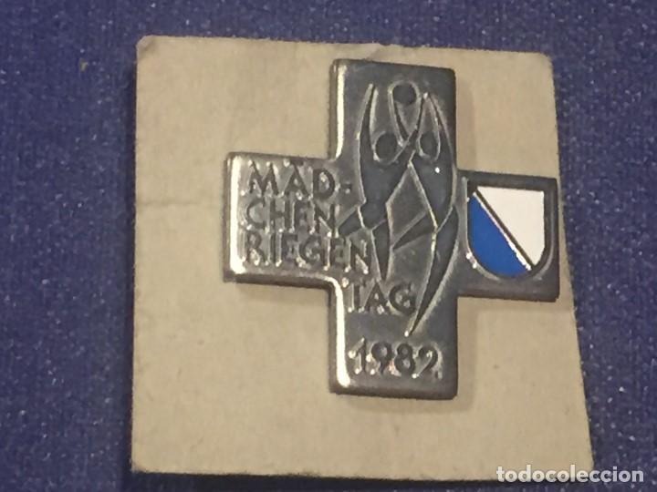 CUZ MEDALLA SUIZA DIA DE LA MUJER 1982 26X26MM (Numismática - Medallería - Trofeos y Conmemorativas)