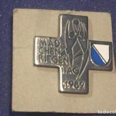 Troféus e medalhas: CUZ MEDALLA SUIZA DIA DE LA MUJER 1982 26X26MM. Lote 156567182