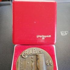 Trofeos y medallas: MEDALLA CONMEMORATIVA DEL SALÓN GRAPHISPACK 66. Lote 156735998
