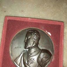 Trofeos y medallas: MEDALLA ANIVERSARIO DEL MONASTERIO DEL ESCORIAL 1963 - FELIPE II - FRANCISCO FRANCO - 8CM -. Lote 162125610
