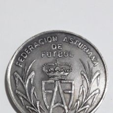 Trofeos y medallas: MONEDA CONMEMORATIVA FEDERACION ASTURIANA DE FUTBOL GRABADA DEDICADA. Lote 163164189