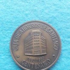 Trofeos y medallas: MEDALLA CONMEMORATIVA CENTENARIO CAJA DE AHORROS DE SANTIAGO. 1880 - 1980.. Lote 163747814