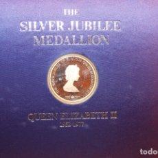 Trofeos y medallas: THE MEDALLION FOLIO OF DE SILVER JUBILEE OF QUEEN ELISZABETH II. Lote 165477034