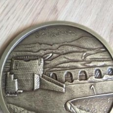 Trofeos y medallas: MEDALLA MONEDA CONMEMORATIVA DE EL CAMPO DE GOLF CLUB PENHA LONGA PORTUGAL, DIAMETRO 8 CM. Lote 165871498