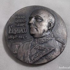 Trofeos y medallas: MEDALLA CONMEMORATIVA GENERALISIMO FRANCO 1892-1975 FIRMA EICCA. Lote 166466490