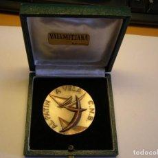 Trofeos y medallas: MEDALLA CLUB NATACIÓN BARCELONA, AL PATÍN A VELA. AÑO 1972. FIRMADA POR VALLMITJANA. . Lote 166619618