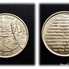 Trofeos y medallas: APOLLO 11 / NASA - MEDALLA CONMEMORATIVA HECHA CON PARTES DEL APOLLO 11 & COLUMBIA. Lote 166731688