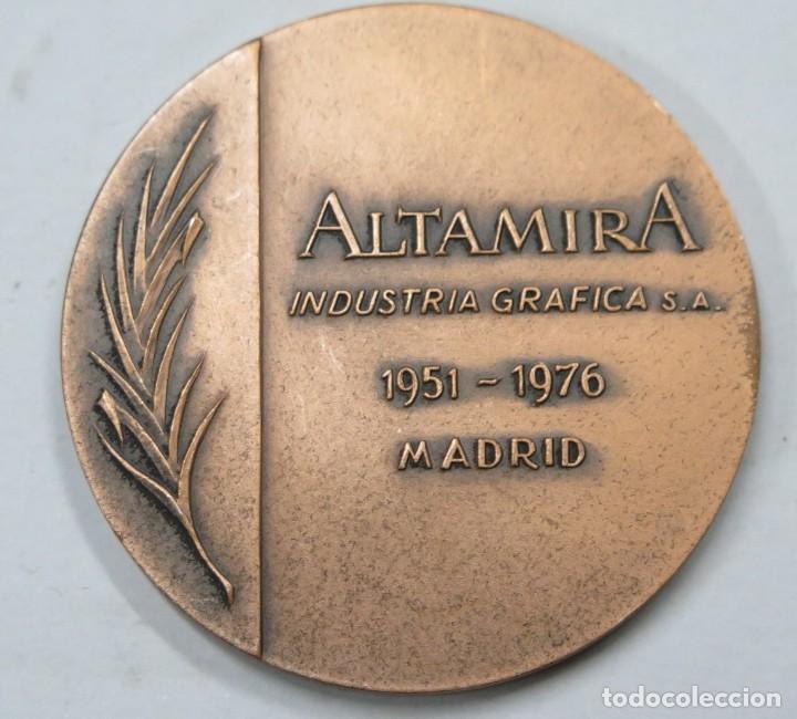Trofeos y medallas: RARA MEDALLA. 25 ANIVERSARIO ALTAMARIA INDUSTRIA GRAFICA. MADRID - Foto 2 - 167244240