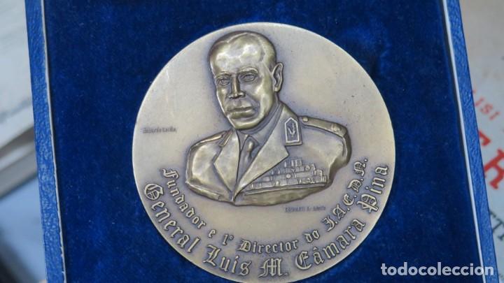 Trofeos y medallas: MEDALLA DEL INSITUTO DA DEFESA NACIONAL. GENERAL LUIS M. CAMARA PINA. LISBOA - Foto 3 - 167516136