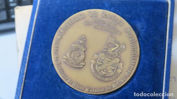 Trofeos y medallas: MEDALLA DEL INSITUTO DA DEFESA NACIONAL. GENERAL LUIS M. CAMARA PINA. LISBOA - Foto 4 - 167516136